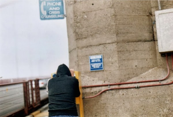 Man_uses_the_suicide_hotline_on_the_Golden_Gate_Bridge.jpg
