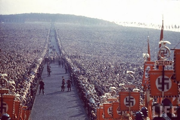 Nazi_rally_at_Nuremberg_in_1937.jpg