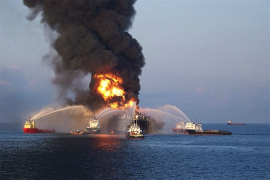 Oil-Rig-Explosion-in-Gulf-of-Mexico-10.jpg