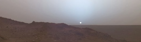 Sunset_on_Mars_taken_in_2005_by_the_Spirit_rover.jpg
