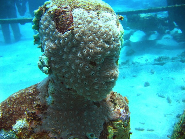 Underwater-sculpture-man-made-coral-reef-in-Dragon-Bay-Grenada.jpg