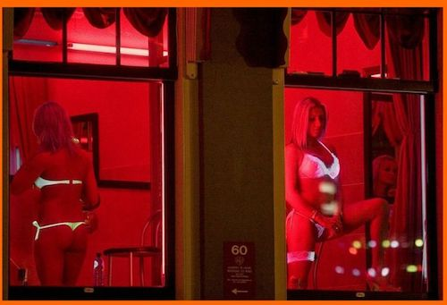 photos-of-red-light-district-amsterdam_700x478_523a.jpg