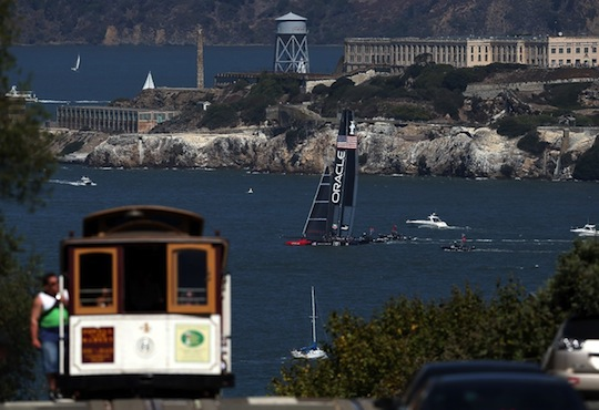 team-oracle-sails-away-from-a-cable-car.jpg