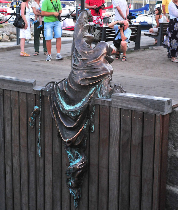 worlds-most-creative-statues-25-2.jpg